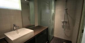 Klaasiga vannitoamööbel