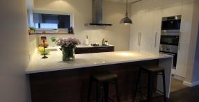 Presskivi tasapinnaga köögimööbel