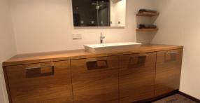 Spoonitud vannitoamööbel